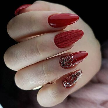 red, glitter & sweater design? It just works perfectly well!!👌❤️ #nails by @justnails.pl . www.semilac.ie #rednails #sweaternails #sweaterwether #semilac #semigirls #semilacireland #glitternails #winternails #nailsinspiration #naildesign #nailartist #nails2inspire #gelpolishmanicure #shellac #hybridnails #hybrydy