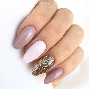 Looking for a delicate #glamnails inspiration? Here is one perfect ☝️ Nails by @laamania Semilac 260 Semilac 219 Semilac 220 www.semilac.ie . #semilacnails #semilacireland #glamnails #nails #manicure #gelpolish #irishnailtech #nailinspiration #nailsonfleek #glamnails