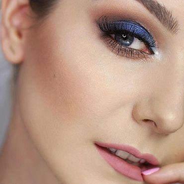 Real stunner #makeup By @milenamakeup1 how do you like it? Products: Semilac *Eyeshadow sapphire 417 *Copper Brown 415 *Glitter Cream Pale Peach 054 *Illuminating eyeshadow Brightening Gold 412 *Warm Nude palette *Glitter Cream Pink Gold 094 *Eye concealer 02 *Blush Fresh Pink 01 *Liquid matte lipstick 097 Indian Roses www.semilac.ie #mua #eyemakeup #makeuponfleek #semilac #makeupartist #makeupjunkie #irishbeauty #beauty