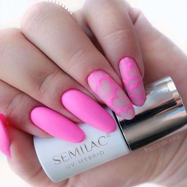 Look at this girls!💕😲 Nails by @thelittlethingsbyania . . #semilacnails #pinknails #summernails #neonnails #longnails #pinky #semilac555 #supercover #pinkbang #semilacireland #naildesign #nailartist
