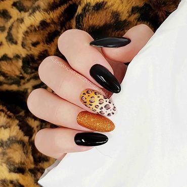 So wild 🐆 By @aleksandra.kaczmarek_nails Products: Semilac 142,208,077 www.semilac.ie #nailartist #nails #instyle #naildesign #nailstagram #semilac #irishbeauty #nailsoftheday #panther #goldnails