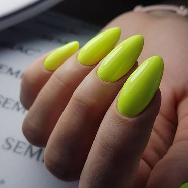 Refresh your nails with #semilac182 Strong Lime Nails by @pankavec . #neonnails #juicynails #fridayinspiration #nailsonfleek #semilacnails #nailsalon #manicure #hybrydy #paznokcie #gelpolishnails #greennails