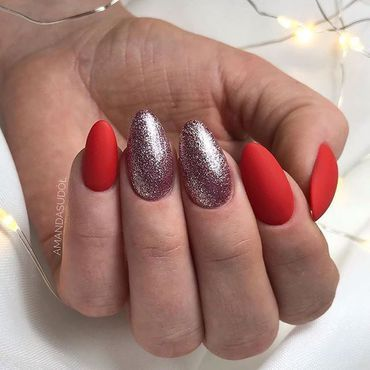 Why not to go with the most #trendy style this #xmas time? Try #matte&glow ___💖___ #nailsdone by @amanda.sudolll Shop #gelpolish at www.semilac.ie Products on this stylization 063 Legendary Red 179 Midnight Samba #glitternails #semilacnails #semilacireland #mattenails #glamournails #glamnails #nails2inspire