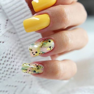 Friday #nailsinspiration ☀️ #semilacnails by @nail_look_eliza . www.semilac.ie #semilac186 #semilac #summernails #semilacireland #yellownails #friday #weekend #nailbar #nailartist #beauty