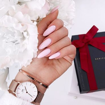 Making your new set can be quick & easy! With #DelicatePink base ! It is All in one product: Base, Color & Top Nails by @agalorynowicz . #pinknails #semilac803 #longnails #semilacireland #semilacnails #semigirl #semilaczki #hybrydy #gelpolish #summernails #holidaynails #simplenails