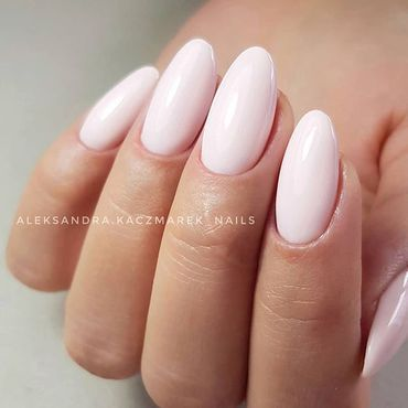 You don't need any crazy #nailart to have impressive #mani You just need perfect #nailsdone and nice #semilac color 😉 #semilacnails by @aleksandra.kaczmarek_nails . www.semilac.ie #semilacgirls #semilacireland #combinedmanicure #perfectnails #manicurehybrydowy #gelpolishmani